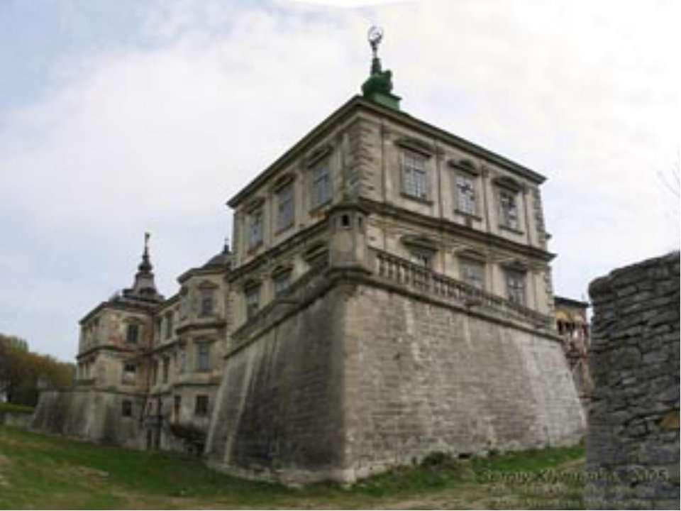 Звичайнож, замок має свого привида— Марисеньку— дружину Яна ІІІ Собеського...