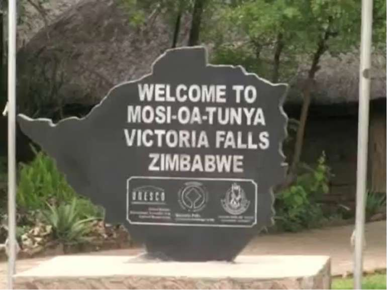 Вікторія— єдиний у світі водоспад заввишки понад 100 м і завширшки понад 1 км