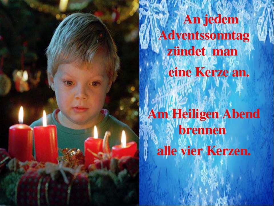 An jedem Adventssonntag zündet man eine Kerze an. Am Heiligen Abend brennen a...