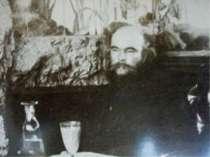 Біографія Він мав ще одного літературного вчителя - Шарля Бодлера, чиї «Квіти...
