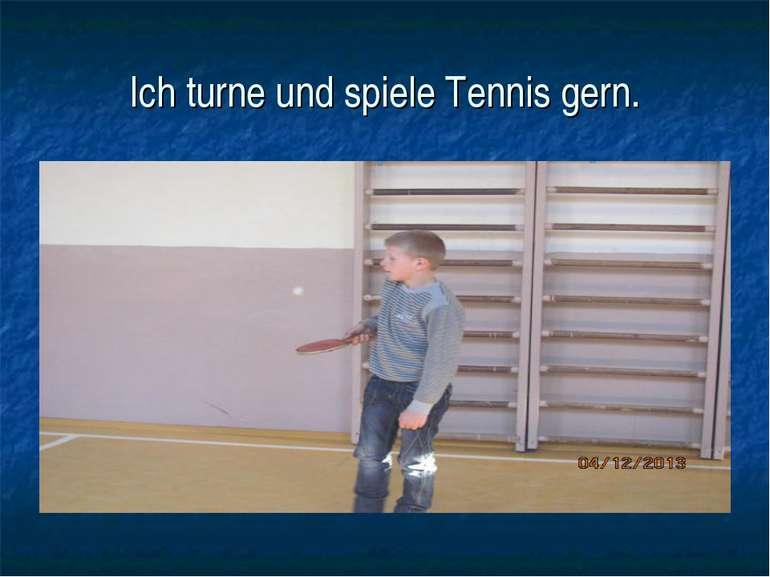 Ich turne und spiele Tennis gern.