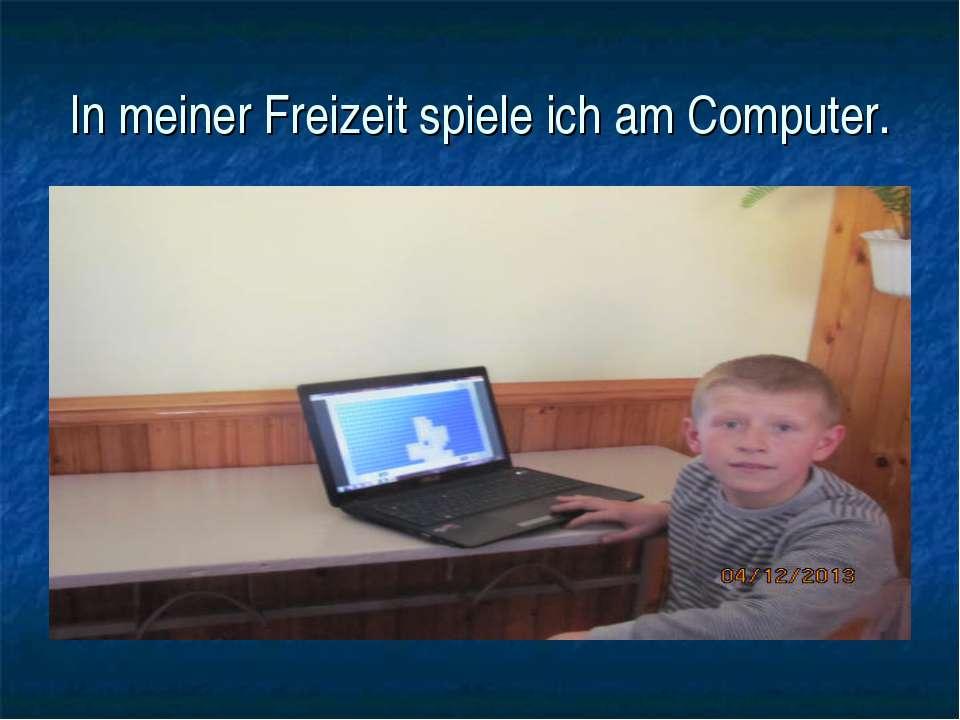 In meiner Freizeit spiele ich am Computer.