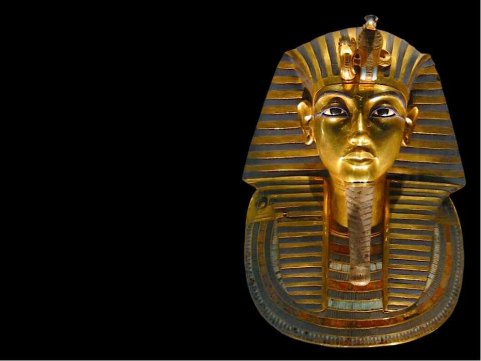 З тих пір око-змія прикрашає корони богів і фараонів. Називається вона урей.