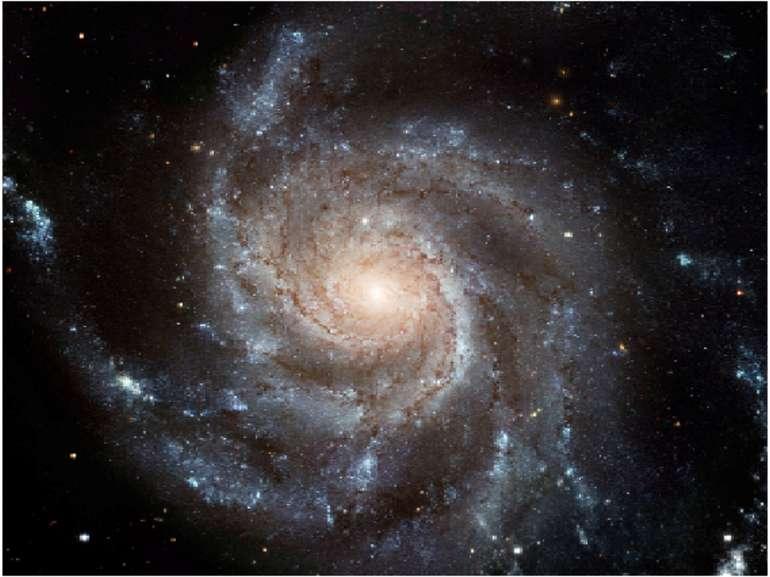 По логарифмічним спіралям закручені і безліч галактик, напирклад, Галактика С...