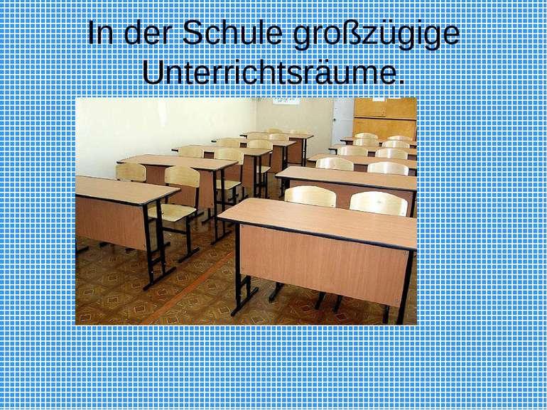 In der Schule großzügige Unterrichtsräume.