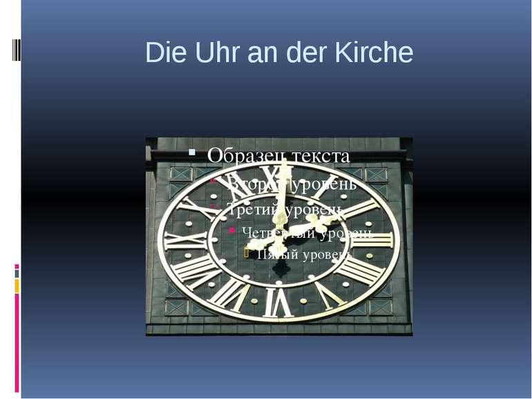 Die Uhr an der Kirche