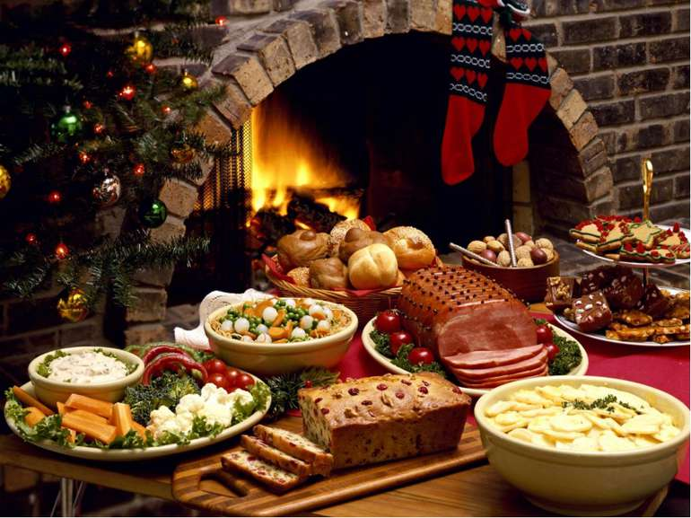 In England Christmas dinner was usually eaten at Midday on December 25, durin...