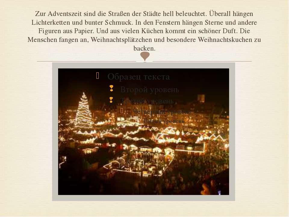 Zur Adventszeit sind die Straßen der Städte hell beleuchtet. Überall hängen L...