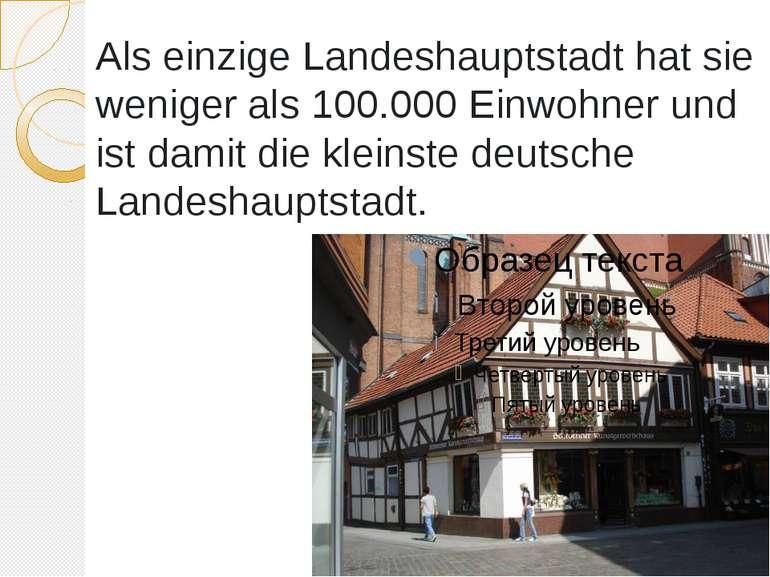 Als einzige Landeshauptstadt hat sie weniger als 100.000 Einwohner und ist da...