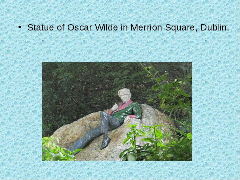Statue of Oscar Wilde in Merrion Square, Dublin.