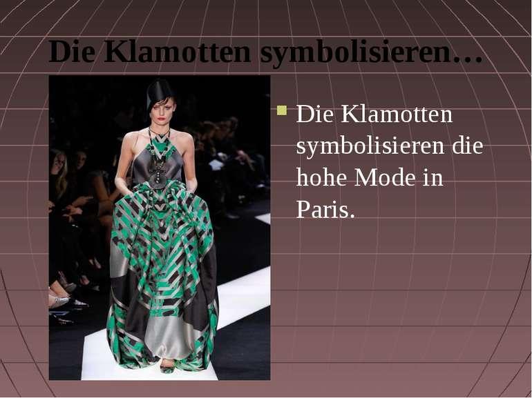 Die Klamotten symbolisieren… Die Klamotten symbolisieren die hohe Mode in Paris.