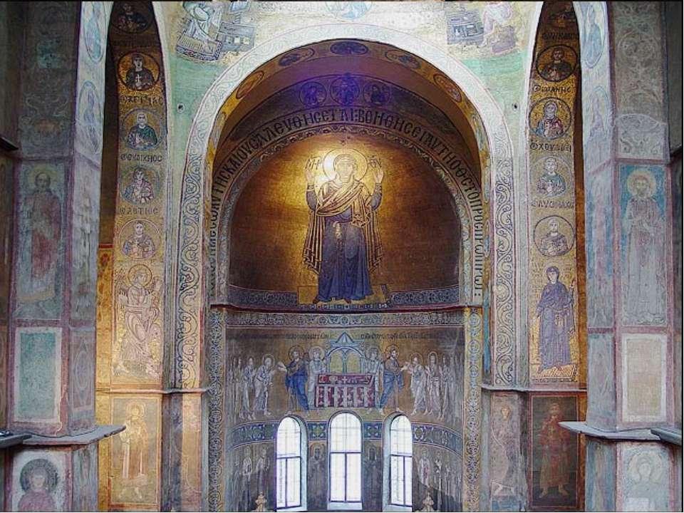 Під підлогою церкви знаходилися подклети, в яких ховали знатних людей і свяще...