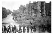 Радянські війська у звільненому Дніпропетровську