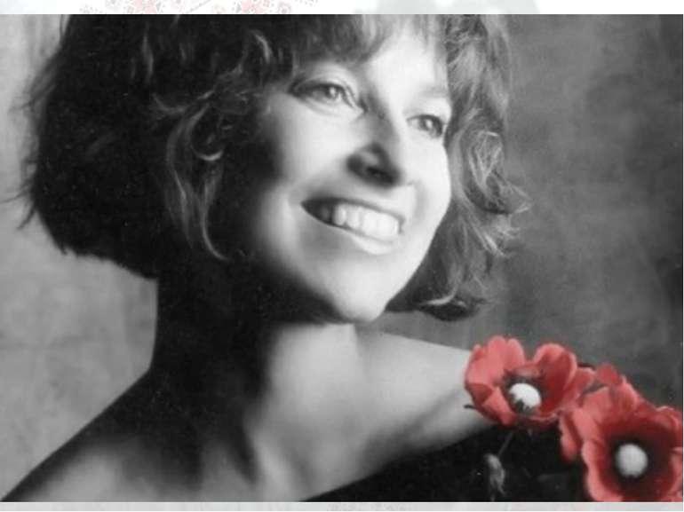 Квітка Цісик американська співачка українського походження, популярна виконав...