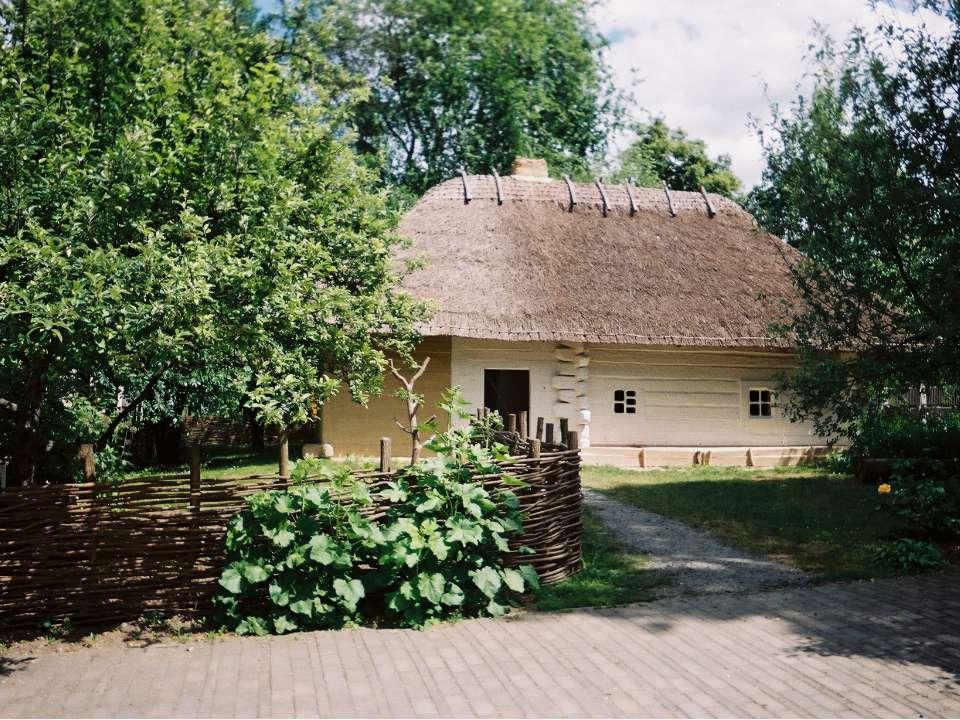 Не називаю її раєм, Тії хатиночки у гаї Над чистим ставом край села.