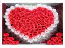 Звідусіль слова кохання, Поцілунків відчування. Люди люблять і цілують, Всім ...