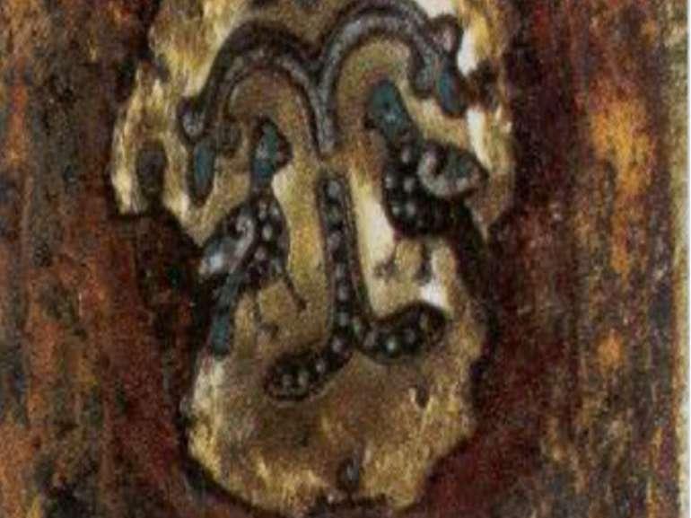 Золота пластина на рукавах Богородиці